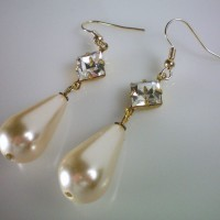 Elizabeth Crystal Pearl Earrings
